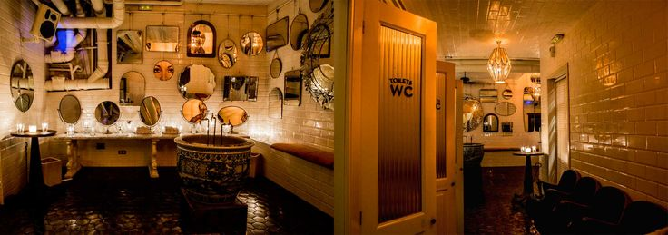 Boca Chica - Barcelona - bar de drinks caros mas o ambiente é maravilhoso. Banheiro lindo cheio de espelhos. Vale a pena conhecer