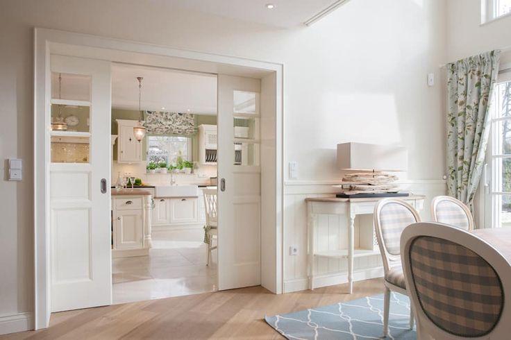 Klassisches landhaus mit stil und charme: schiebetür von beinder schreinerei & wohndesign gmbh