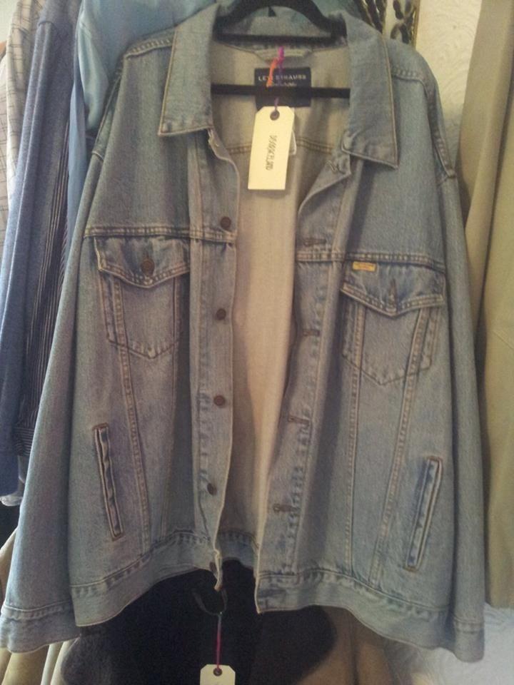 oversized levis jacket £25