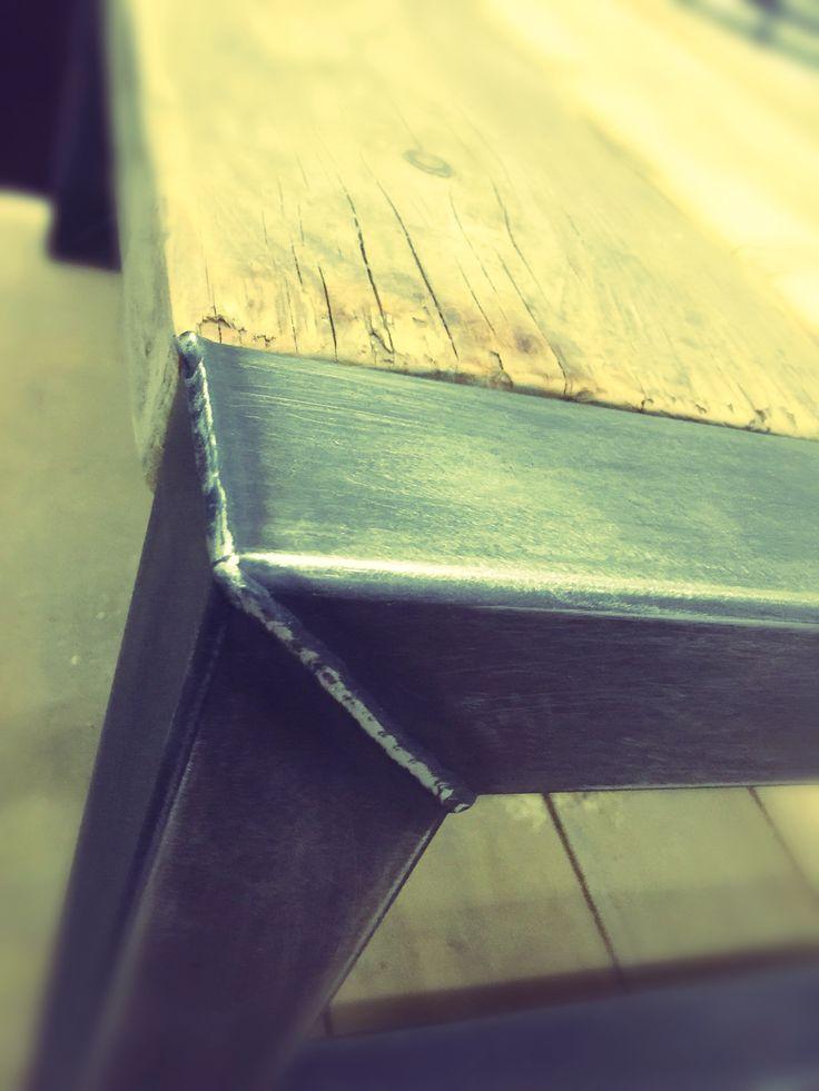 Steigerhouten balken met staal