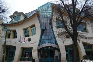 THE CROOKED HOUSE (SOPOT, POLAND)House Architecture, Unusual Buildings, Places, Crazy House, Design, Unusual House, Children Book, Crooks House, Poland
