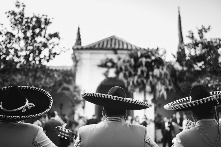 Mariachi tribute to the bride's roots, by Caprichia. Photo: El Marco Rojo
