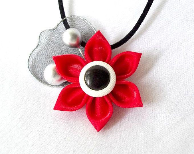 Collar de satén rojo Tsumami Kanzashi flor colgante