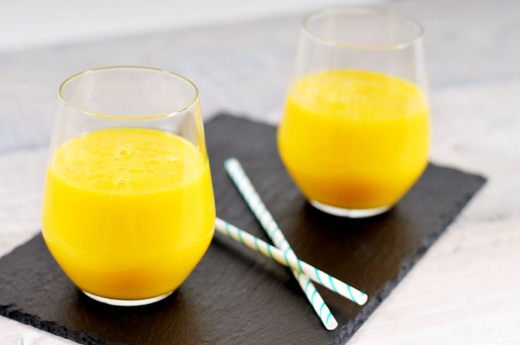 Gele smoothie zonder zuivel ananas, mango en kokoswater