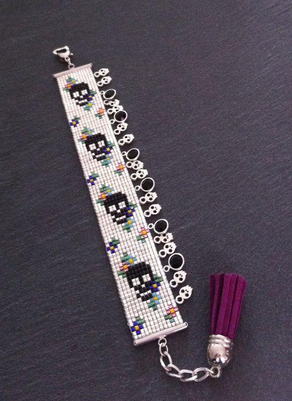 Bracelet Manchette Motif Fleurs et têtes de par TDFTheDreamFactory, €22.00