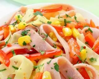 Salade minceur de tagliatelles de jambon et concombre au maïs