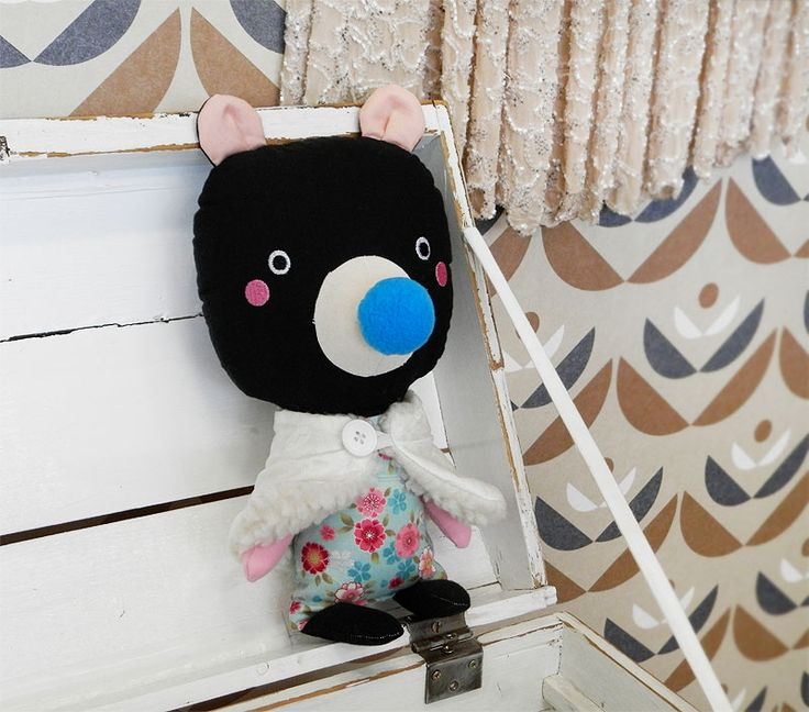 black bear doll / Břichopas toys