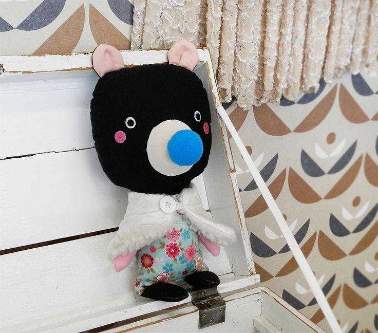 black bear doll / Břichopas toys