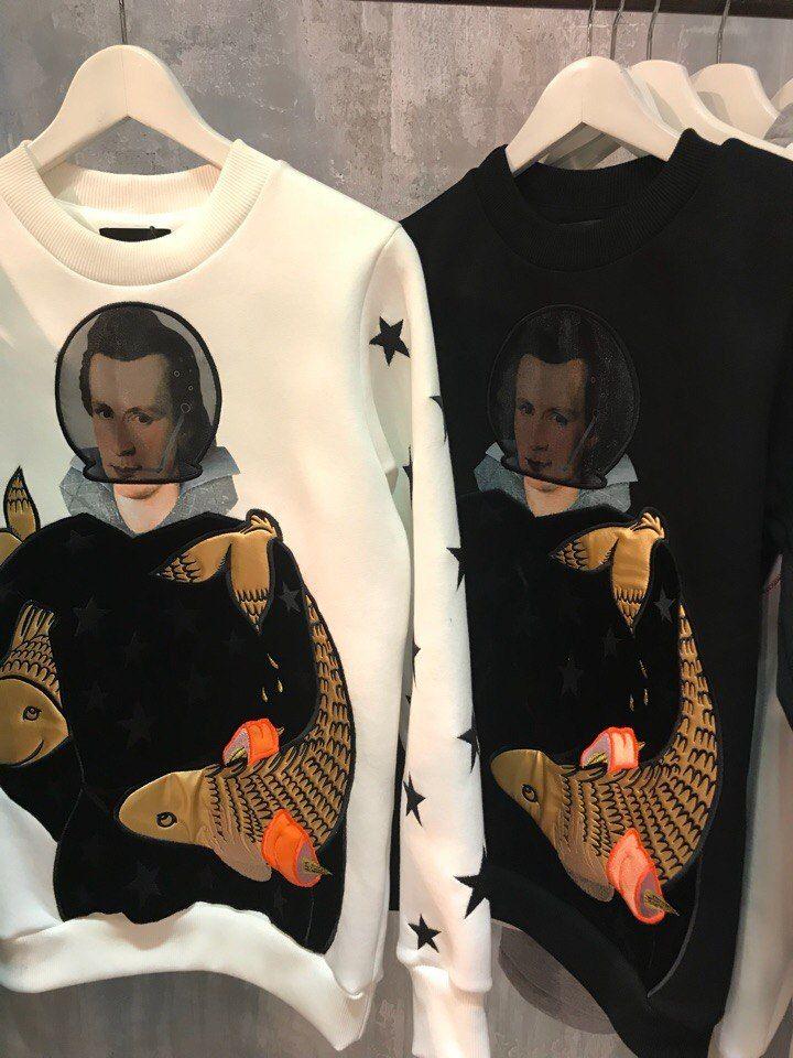 Spaceman sweatshirt FW17/18 collection Katya Dobryakova. #katyadobryakova  #details #sweatshirt #spaceman #embroidery #катядобрякова #свитшот #космонавт #fw1718 #вышивка