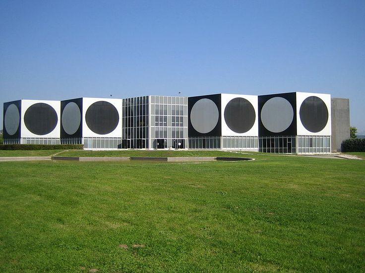 Fondation Vasarely.  Aix-en-Provence.