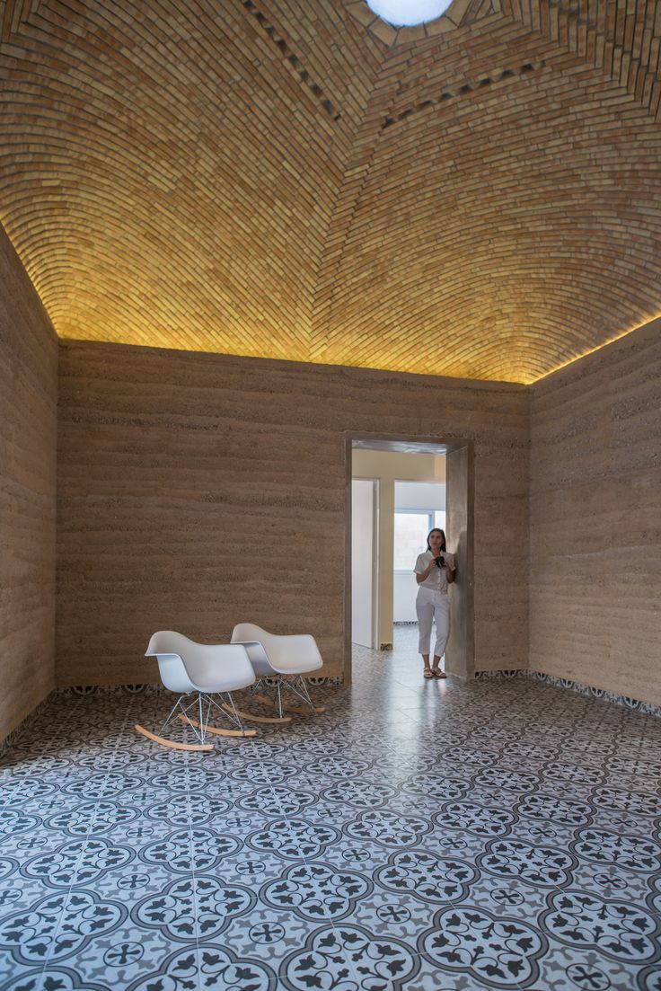 Completed in 2017 in Mérida, Mexico. Images by Leo Espinosa. . The 189.3 m2 house is located 25 minutes away from the city center of Mérida. The intention of building with earth is to create harmony between...