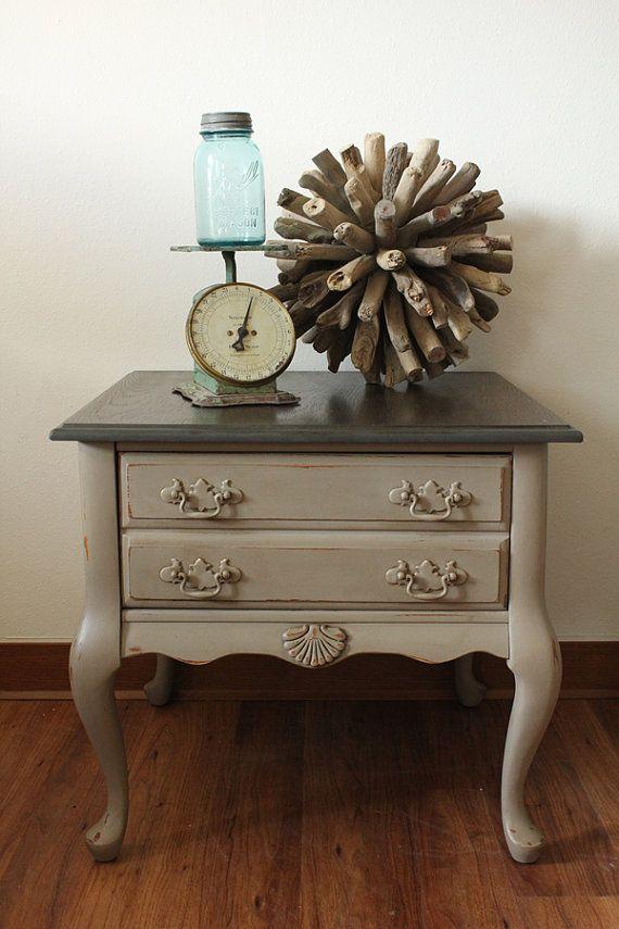 Coco Side Table - Mesa - Annie Sloan tiza pintura - Top manchada - afligido granja - Shabby Chic - muebles - mesa de salón-
