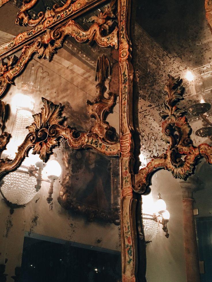 Мистические венецианские зеркала.  #maisondellos #turandot #турандот #турандотантик #decor #interiordesing #antiquestore #iloveantiques #oldstyleart #antique #frenchstyle #Moscow #декор #дизайн #tvrandot #mirror #интерьер #москва #interior #искусство #антиквариат #галерея #objetsdart #worksofart