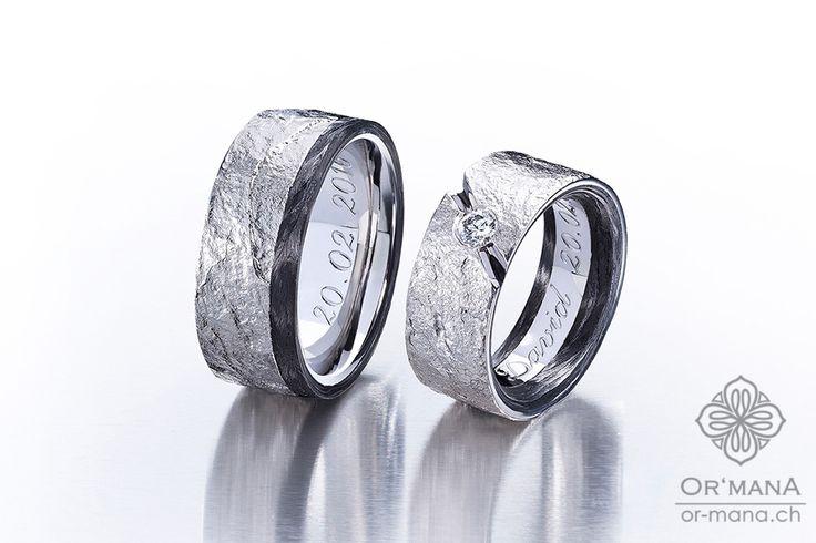 Fein Strukturierte Palladium-Ringe mit Diamant und Carbon-Streifen. Eheringe selbst geschmiedet.