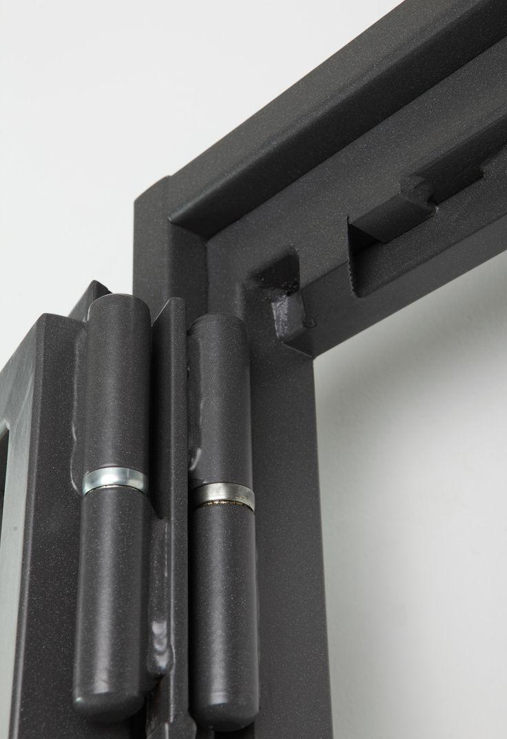 Dettaglio superiore della doppia cerniera in versione aperta. Sbraccio totale di 3,5 cm