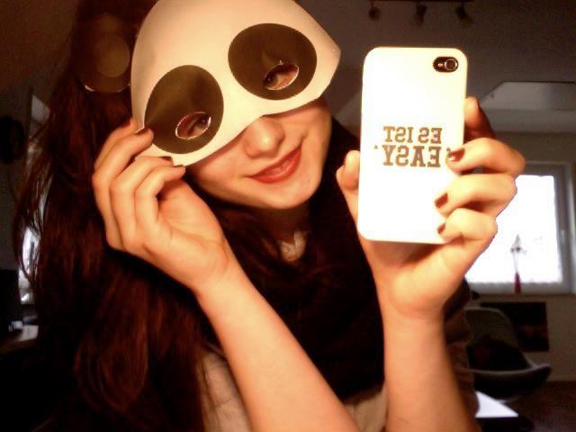 Von @Tomke Johanna Strömer auf Facebook. Link zum Design >> http://designskins.com/de/designs/cro/cro--es-ist-easy    #deindesign #designcase #dd #handycase #handycover #handyhuelle #smartphone #iphone #phonecase #case #cover #huelle #bag #tasche #cro #music #musik #rap #hiphop #easy #esisteasy #panda #pandamaske #maske
