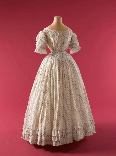 Robe, 1866, GAL1955.4.4B © Stéphane Piera / Galliera / Roger-Viollet