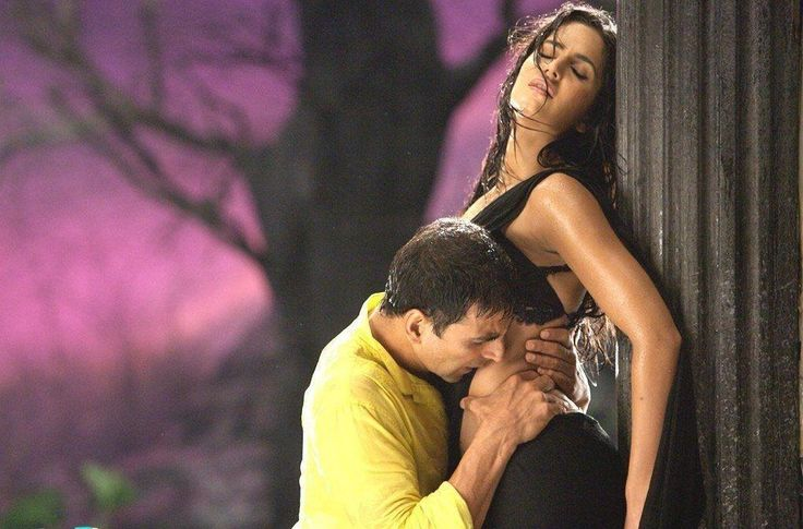 Katrina Kaif Aa Gale Lag Ja (De Dana Dan) The way Katrina Kaif exudes oomph and dances with her partner is phenomenal. Makes you wonder why you skipped the movie right? No regrets there.