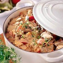 Helgmat när den är som bäst! En mustig köttgryta med rödvin och schalottenlök faller de flesta i smaken, här hittar du receptet på en god köttgryta!