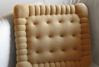 Il cuscino Petit Beurre, kitsch o divertente?