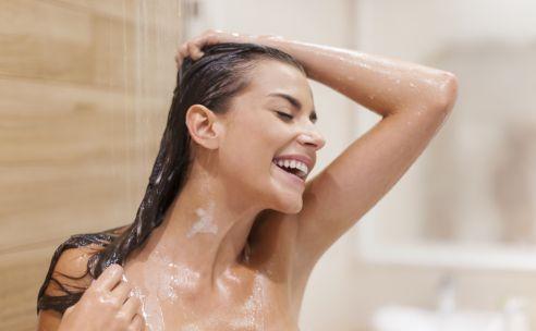 Hoe vaak moet je je haren wassen? | GezondheidsNet