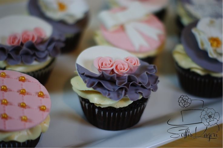 Pretty girly cupcakes with ruffles. Soffi's kageri