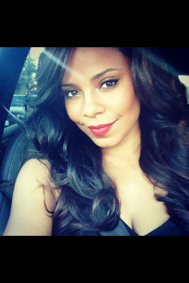 Sanaa Lathan-to me the most beautiful woman, by a hair, over nia long