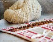 Range - aiguilles à tricoter, étui, pochette, en toile rayée en rouge, blanc et beige : Etuis, mini sacs par aufildantan
