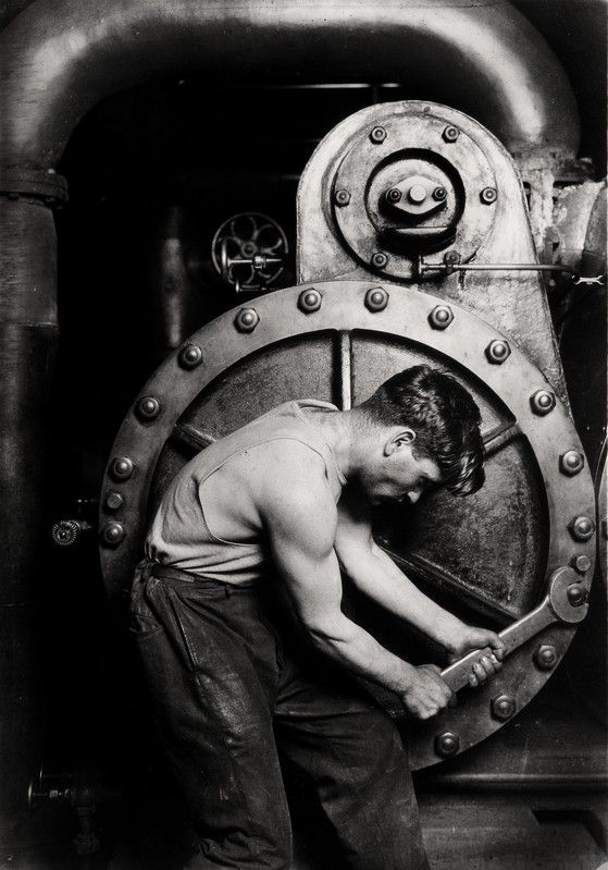 Lewis Hine, Mechanic at the pump in steam power plant, 1920