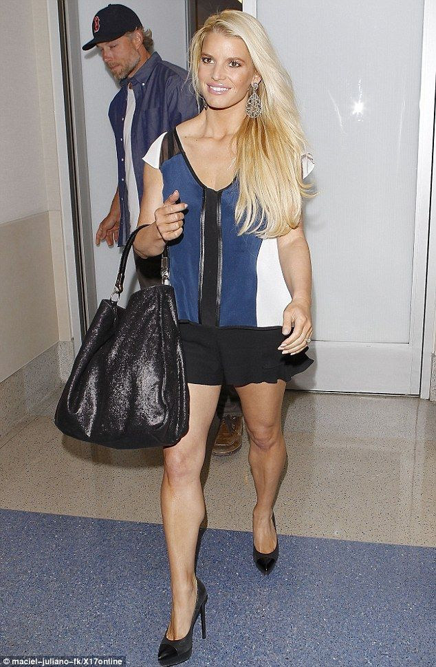 Jessica Simpson wearing Yves Saint-Laurent Large Roady Hobo and Saint Laurent Janis Cap-Toe Platform Pump in Black Metallic.