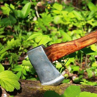Ещё один старый топор Швеции. Идеей мастера была попытка сохранить налет старины и очарования вековой давности
