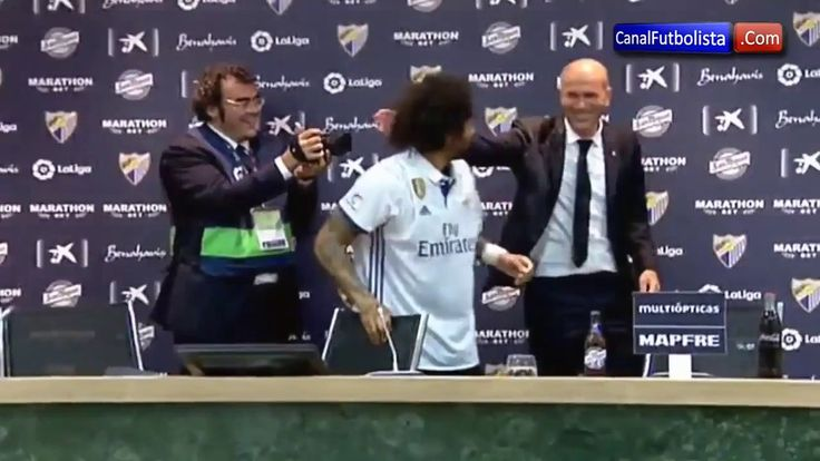 Real Madrid players poured Zidane with champagne!!!
