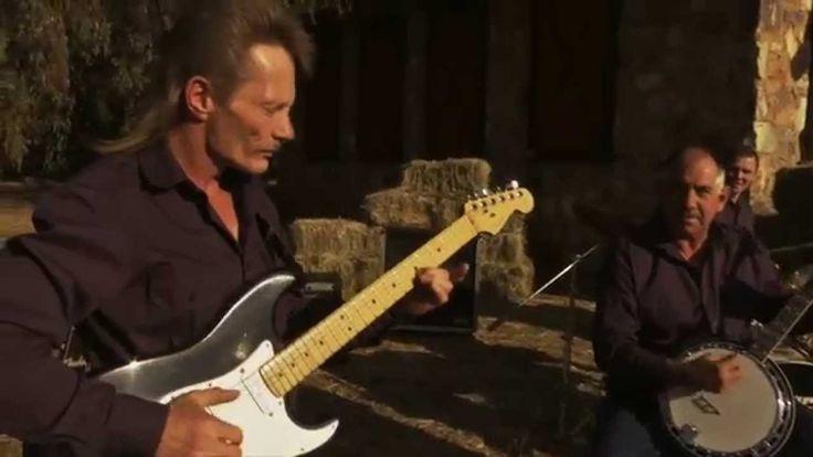 Kannie Warries Dansorkes - Suikerbossie (Amptelike Musiekvideo)
