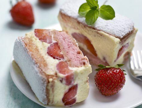 Avec les lectrices reporter de Femme Actuelle, découvrez les recettes de cuisine des internautes : Fraisier express aux biscuits roses