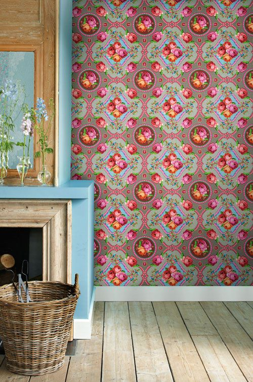 ♥ the wall paper... A fiest to the eyes
