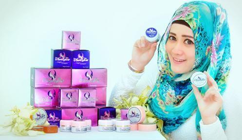 Aura Glow magic cream adalah kosmetik perawatan wajah yang dikembangkan untuk memenuhi kebutuhan anda baik pria dan wanita yang ingin memiliki kulit wajah yang sehat, bersih, putih dan bebas masalah (komedo/jerawat) kunjungi http://outletkecantikan.blogspot.com/2014/02/aura-glow-paket-kecantikan-herbal.html