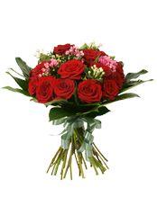 СКАЖИ ДА Королевская алая роза является символом любви и уважения. Роскошные бутоны рубинового цвета оттеняются изящной бовардией, которая подчёркивает изысканность каждого великолепного цветка. Против такого букета не устоит ни одно сердце!