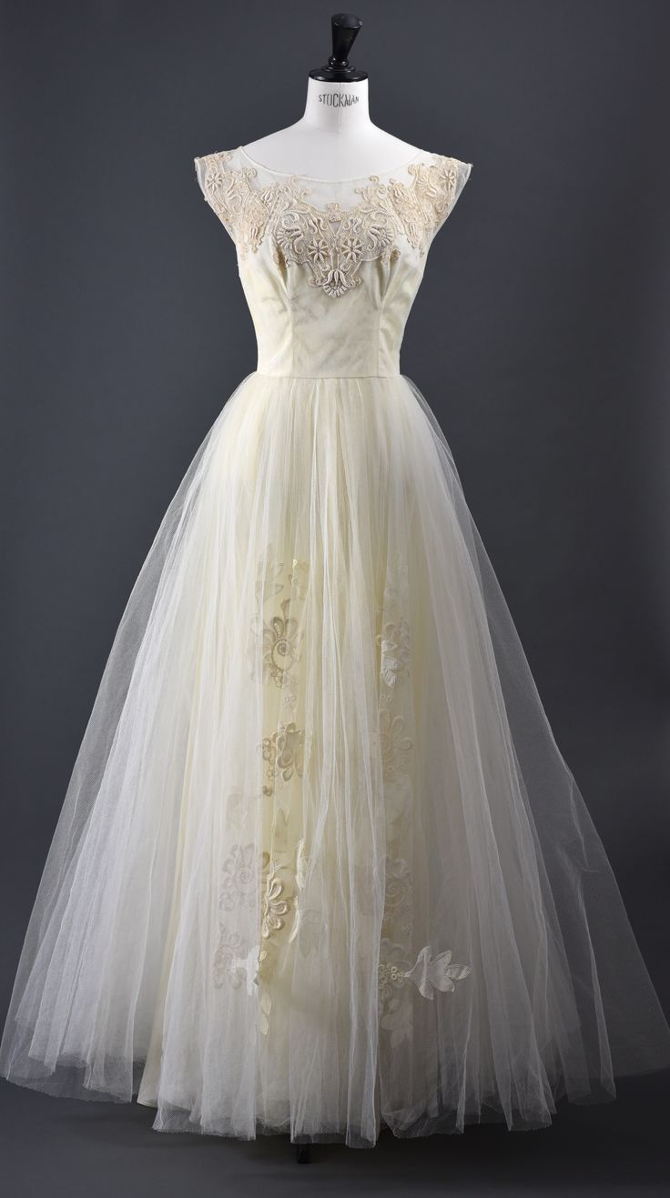 Vintage 50s dreamy tulle wedding dress  www.mrskvintageweddings.com