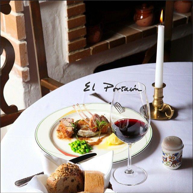 Изысканная еда, восхитительные напитки, романтическая обстановка - в этом, и не только, весь @elportalonbaku ! #elportalon #baku #food #drink #wine #delicious #tasty #candle #light #fire #romantic #romance #mood