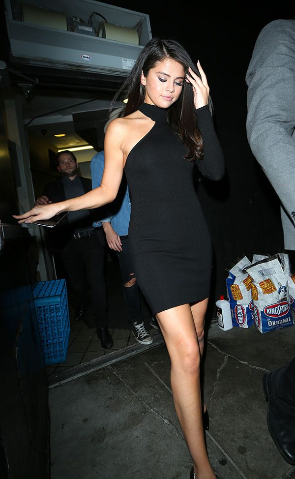 25  best ideas about Selena gomez black dress on Pinterest ...