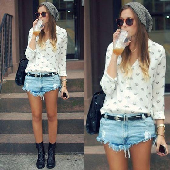Look perfeito com botas, shorts, uma camisa mais delicada e gorro