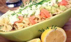 Pâtes à la crème de saumon et concombres croquants. Plus de recettes à base de crème Bridélice ici : www.bridelice.fr/nos-recettes