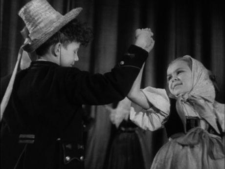 Dance like Ślązak/ Zatańczmy śląskiego! [video] (REPOZYTORIUM CYFROWE FILMOTEKI NARODOWEJ] #polishdance, #dance, #slazak