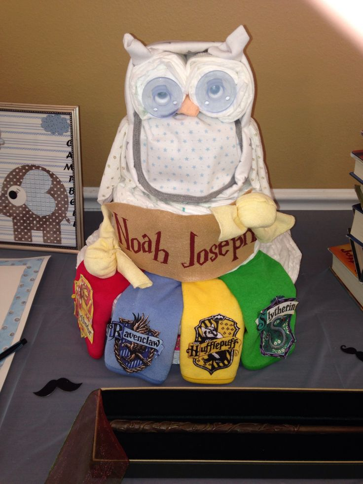 Harry Potter diaper cake I made for my best friend's baby shower! House flags are bibs, snitches are washcloths with baby socks rolled inside, eyes are soothie pacifires, bib on the front of the owl, and a receiving blanket around the head and body also, washcloths for the wings and beak, and socks folded into points for the little ears/ feathers/ whatever those things are on top of owl heads. Haha.- Made by Hollie Haynes