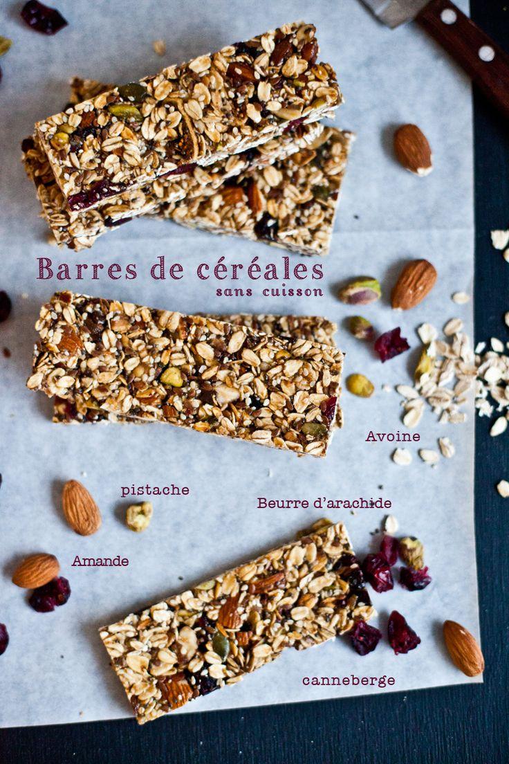andes, pistaches, lin, sésame, chia et canneberges séchées dans un grand bol. Dans une petite casserole, mélanger le sirop d'érable et le be...