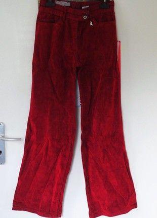 À vendre sur #vintedfrance ! http://www.vinted.fr/mode-femmes/pantalons-a-jambes-larges/50533408-pantalon-en-velours-rouge