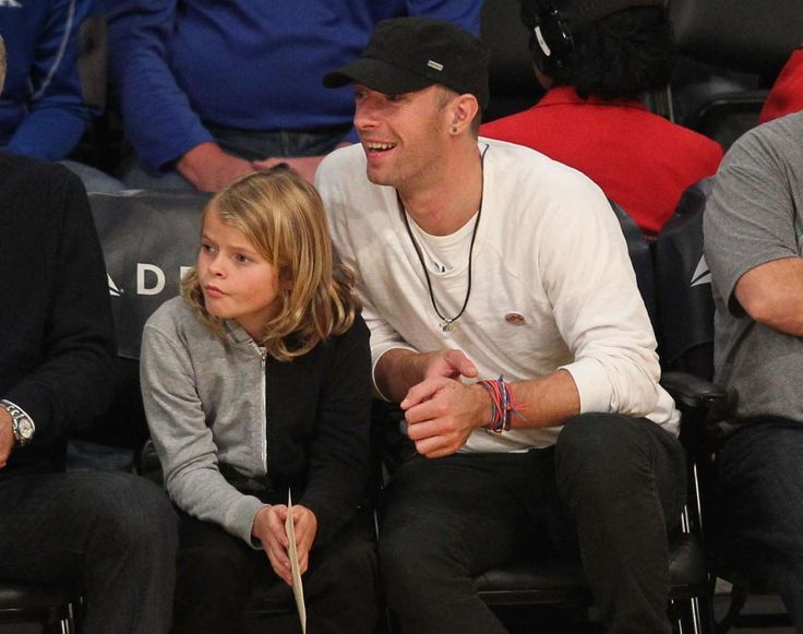 Celebs and their cute kids in 2016:       Chris Martin and son Moses Martin watched the Sacramento Kings defeat the Los Angeles Lakers at the Staples Center in Los Angeles on Jan. 20.
