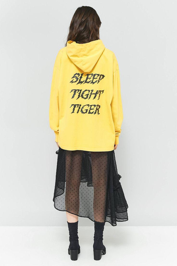 Achetez vite MM6 - Sweat à capuche jaune Sleep Tight Tiger sur Urban Outfitters. Choisissez parmi les derniers modèles de marque en différents coloris dans les collections disponibles sur notre site.