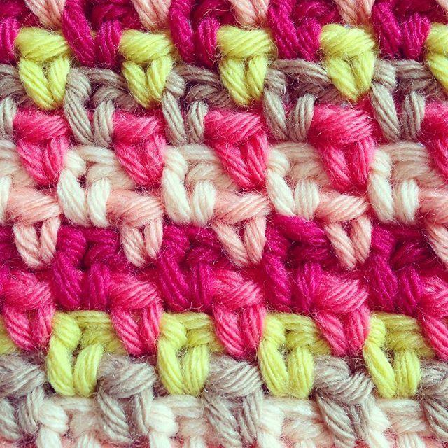 Jaaaa, loooove de granietsteek!!!❤️ #virka #hekle #häkeln #color #crochetlove #crochet #crochetersofinstagram #haken #hakenenmeer #phildar#crochetbohème #crochetaddict #granietsteek