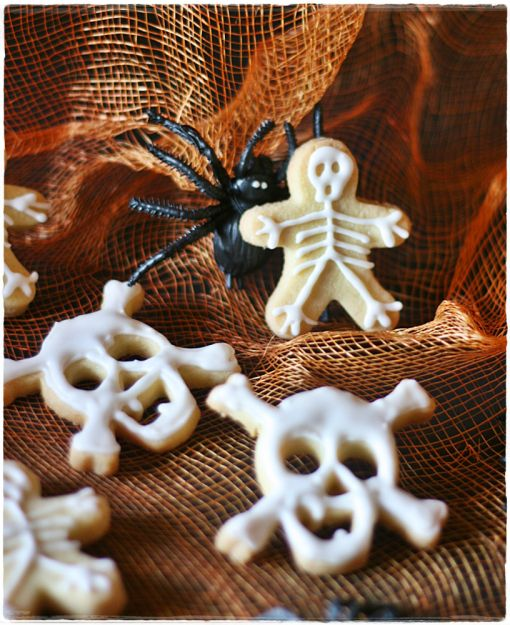 Skull & skeleton cookies for Halloween